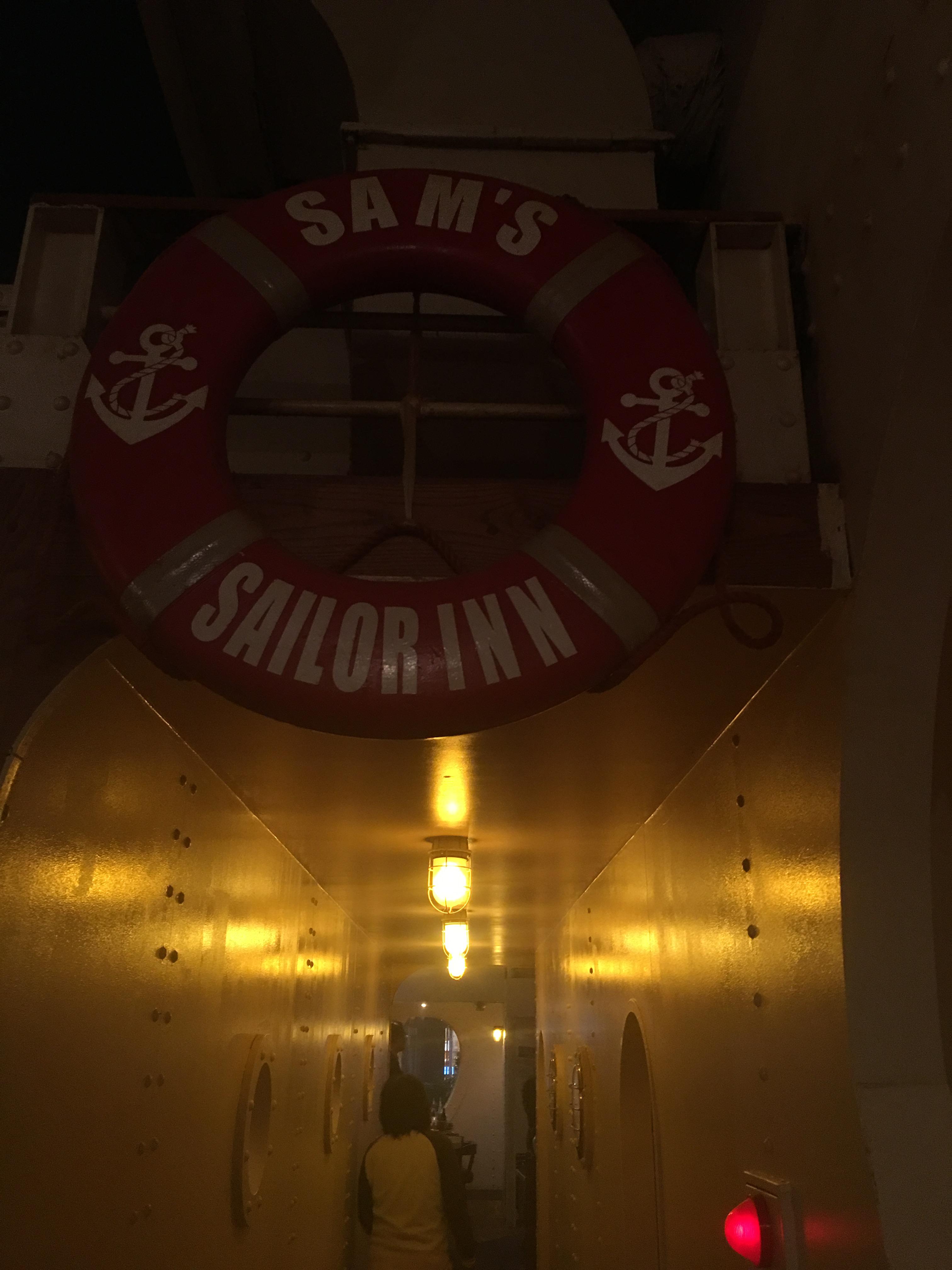 サムズセーラーイン店内