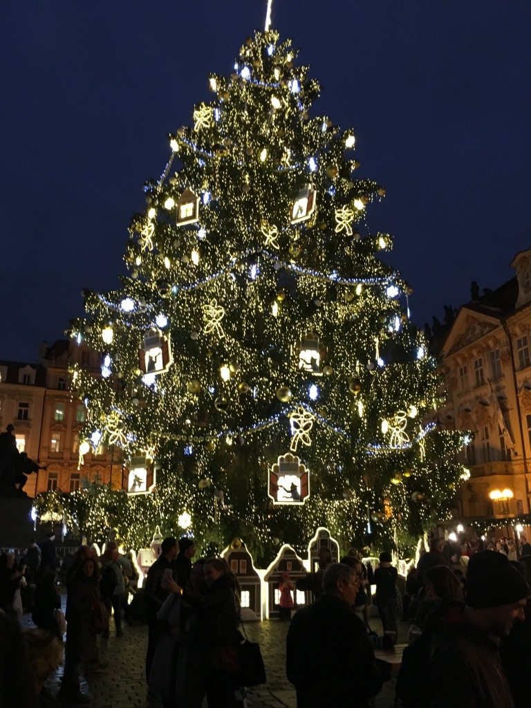 プラハ旧市街広場クリスマスツリー