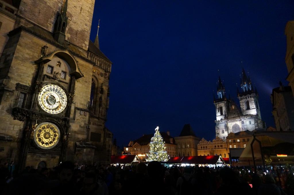 プラハ夜の時計台