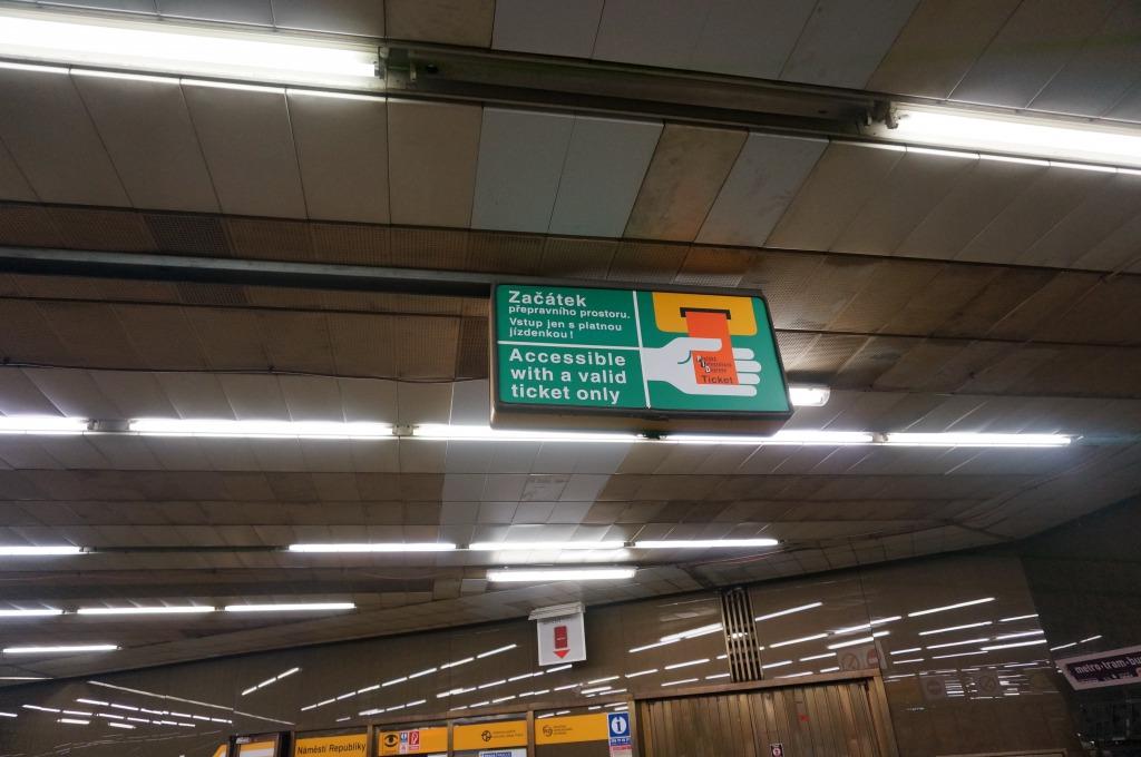 プラハ地下鉄刻印