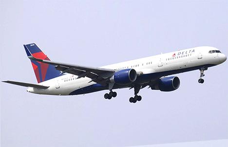 フライト中のデルタ航空機で客室乗務員が殴り合いの喧嘩、緊急着陸になる事件が!