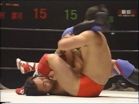 佐野は左足を絡ませ脱出から、