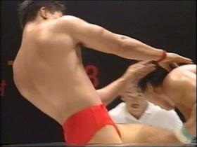 田村には膝蹴りがあった!