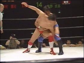 佐野は堪えてバックを取ると田村も切り返し、