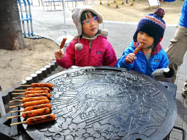 【大阪】マンホールのふた、鉄板焼きもできます 大阪市が特注品