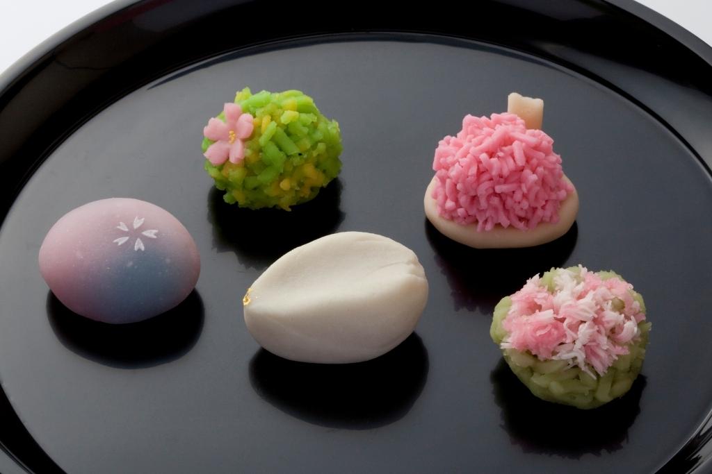 和菓子店がここ20年ほどで半減 (^ν^ )