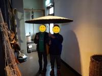 番傘で記念撮影