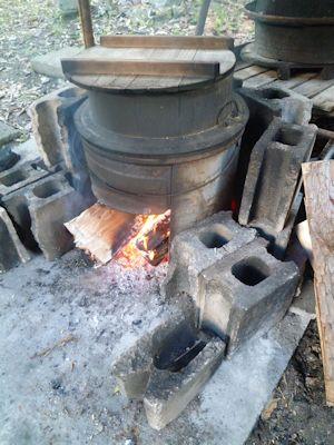 昔ながらのカマド炊き