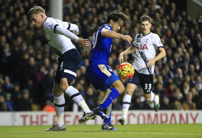 Tottenham 0-1 Leicester Robert Huths header puts Claudio Ranieris Foxes level on points with leaders Arsenal