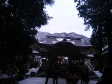 弥彦神社(真ん中にわが杖ぴろぴろ壱号改)