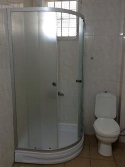 広いのが自慢の公共バスルーム