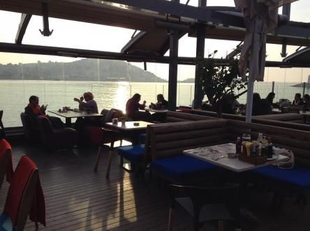 レストランは海沿いっていうだけでもう合格