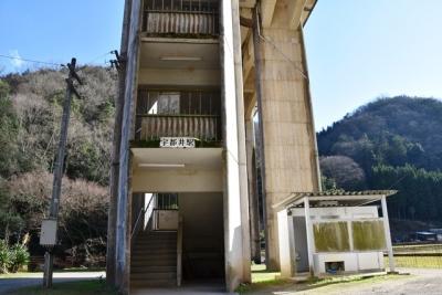 宇都井駅階段棟入口