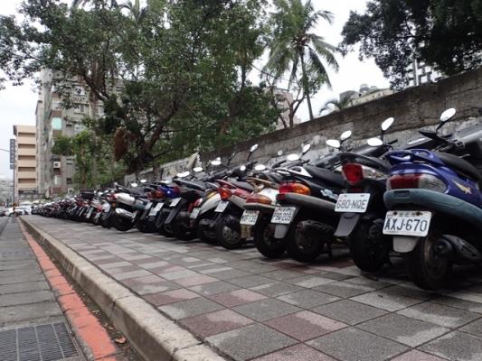 台湾バイクの列