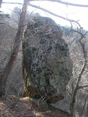 2 東日本大震災で崩落したつなぎ石