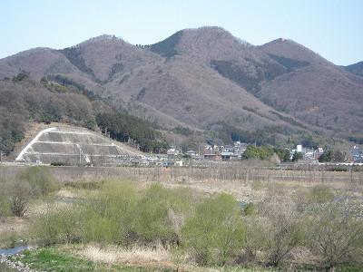 2 桐生大橋右岸側から吾妻山