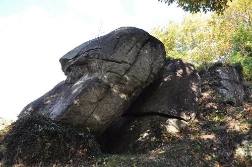 モアイ石横