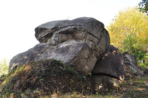 モアイ石斜め前