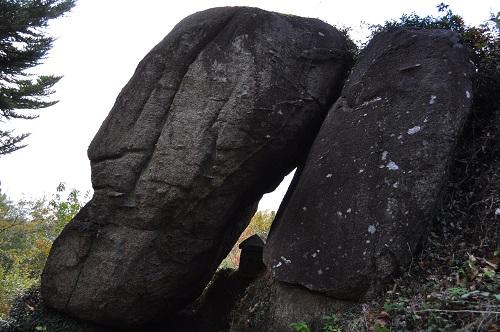 モアイ石祠2