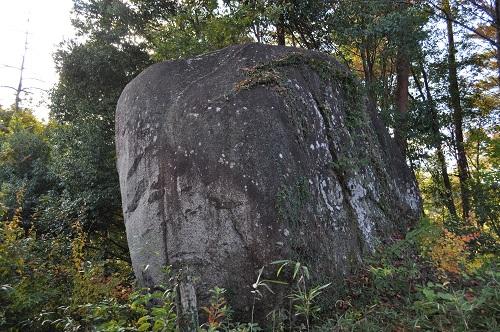 ドンドン山大石側面