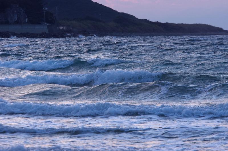 産湯海岸 夕焼け 荒波