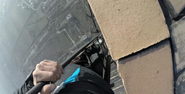 【動画】地上280メートルからハシゴで降りる