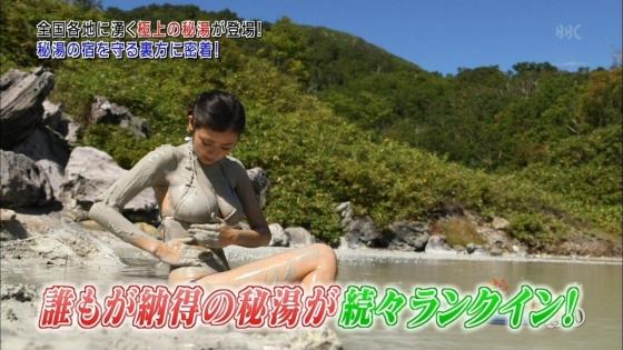 片山萌美 温泉ロケで披露した垂れ乳水着Gカップ爆乳が凄い 画像30枚 14
