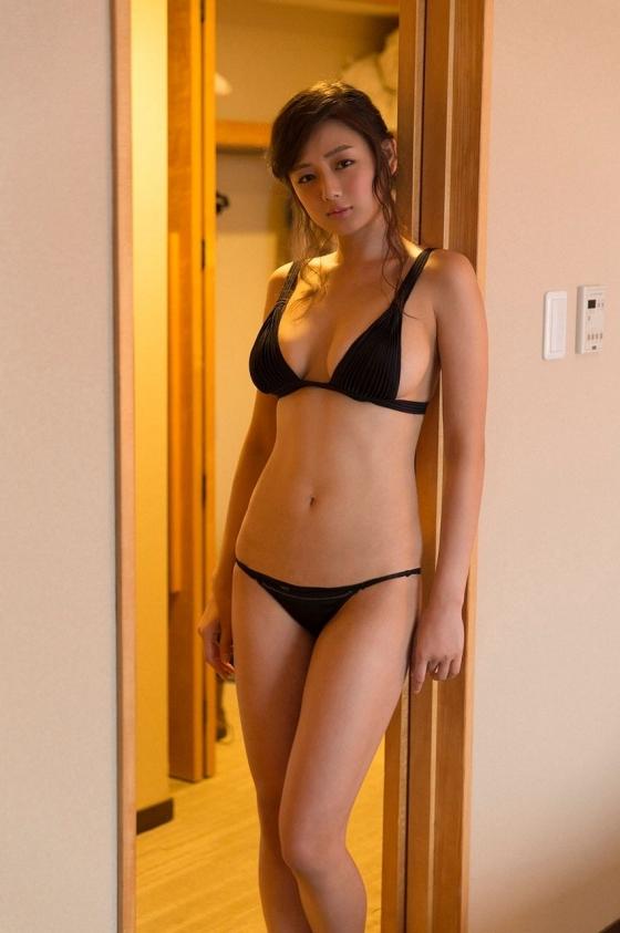 片山萌美 温泉ロケで披露した垂れ乳水着Gカップ爆乳が凄い 画像30枚 18