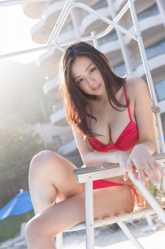 片山萌美 温泉ロケで披露した垂れ乳水着Gカップ爆乳が凄い 画像30枚 23