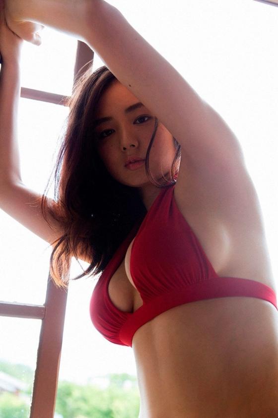 片山萌美 温泉ロケで披露した垂れ乳水着Gカップ爆乳が凄い 画像30枚 25