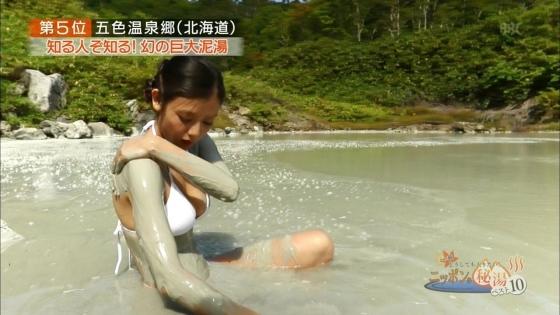片山萌美 温泉ロケで披露した垂れ乳水着Gカップ爆乳が凄い 画像30枚 3