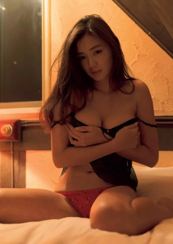 片山萌美 週刊プレイボーイで披露したGカップ爆乳が凄い 画像38枚 8