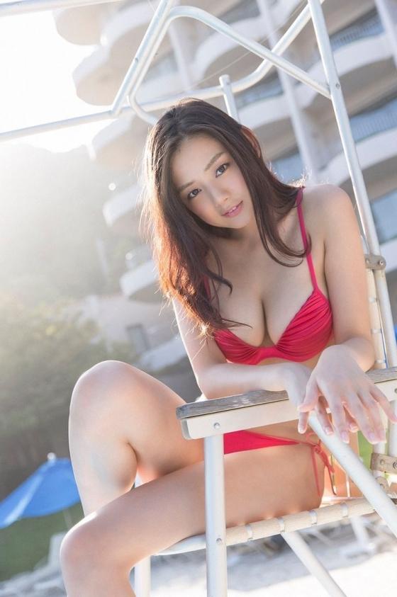 片山萌美 垂れ乳Gカップ爆乳が水着からはみ出す最新グラビア 画像30枚 22
