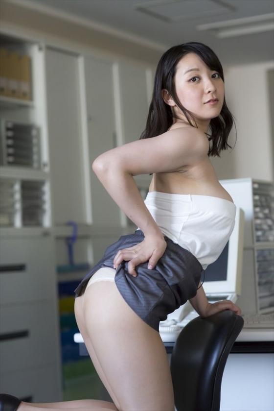 紺野栞 純白プリンのPRでソフマップに登場したぽっちゃりグラドル 画像28枚 14