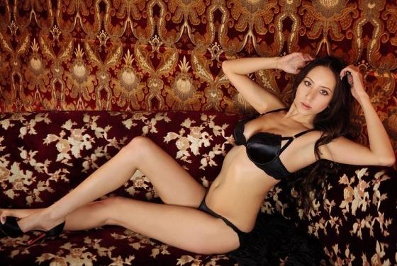 道端アンジェリカ 手ブラとお尻の割れ目を披露したヌードグラビア 画像24枚 18