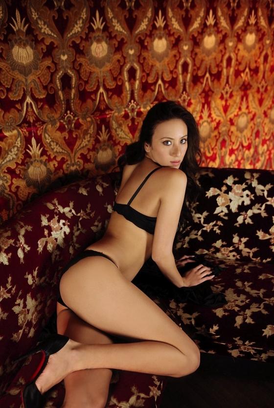 道端アンジェリカ 手ブラとお尻の割れ目を披露したヌードグラビア 画像24枚 22