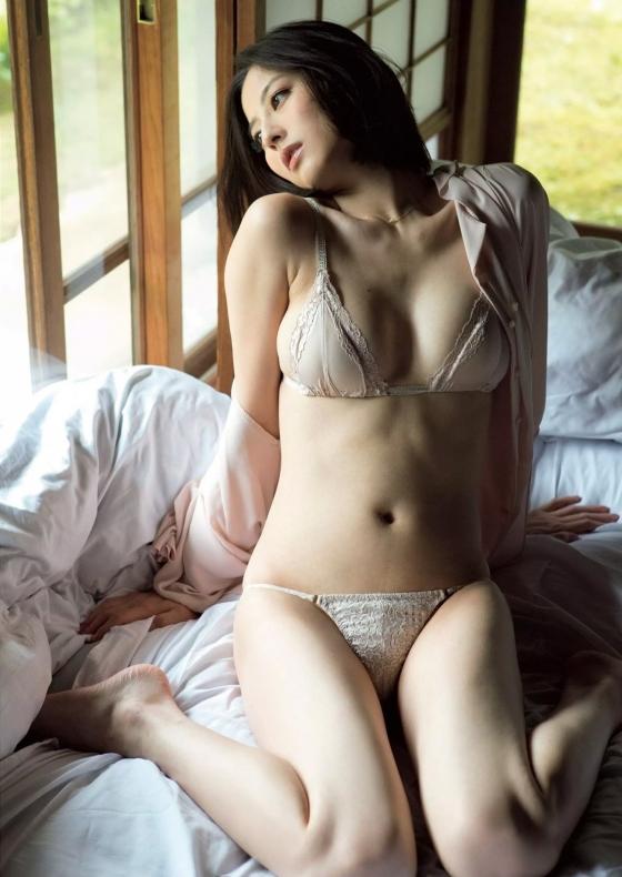 杉本有美 週プレのCカップ下着姿とセミヌードグラビア 画像42枚 1