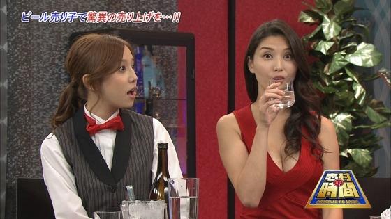 橋本マナミ Gカップ爆乳の谷間を常に強調しているキャプ 画像24枚 4
