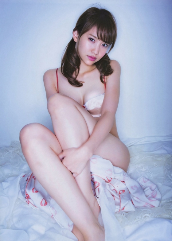 永尾まりや ヤンマガ最新下着グラビアのCカップ谷間と股間 画像36枚 16