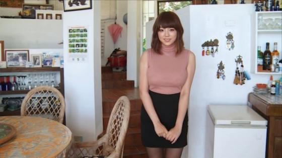 篠崎愛 HOLIDAYの水着Gカップとニット着衣巨乳キャプ 画像36枚 17