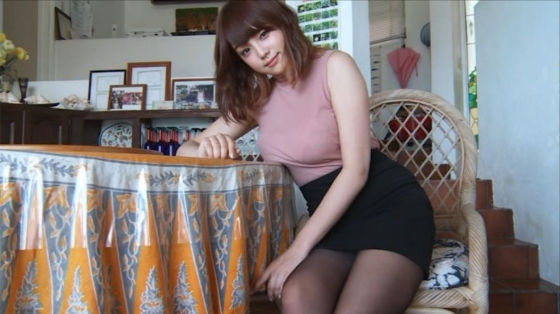 篠崎愛 HOLIDAYの水着Gカップとニット着衣巨乳キャプ 画像36枚 23
