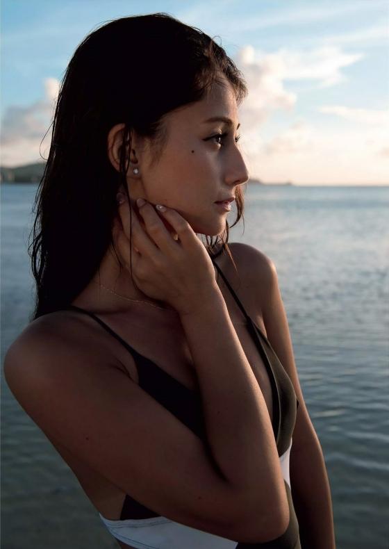 ダレノガレ明美 FLASHのDカップ水着姿と手ブラグラビア 画像22枚 10