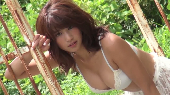 久松郁実 DVD19(いく)の水着姿Fカップ谷間キャプ 画像55枚 46