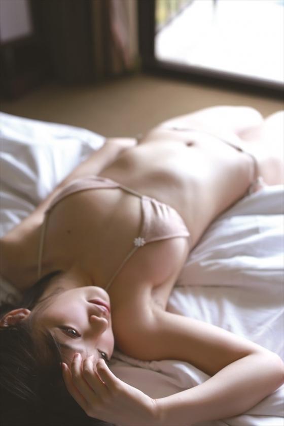 安藤遥 ノーブラFカップ巨乳と色白な肌がセクシーなグラビア 画像30枚 11
