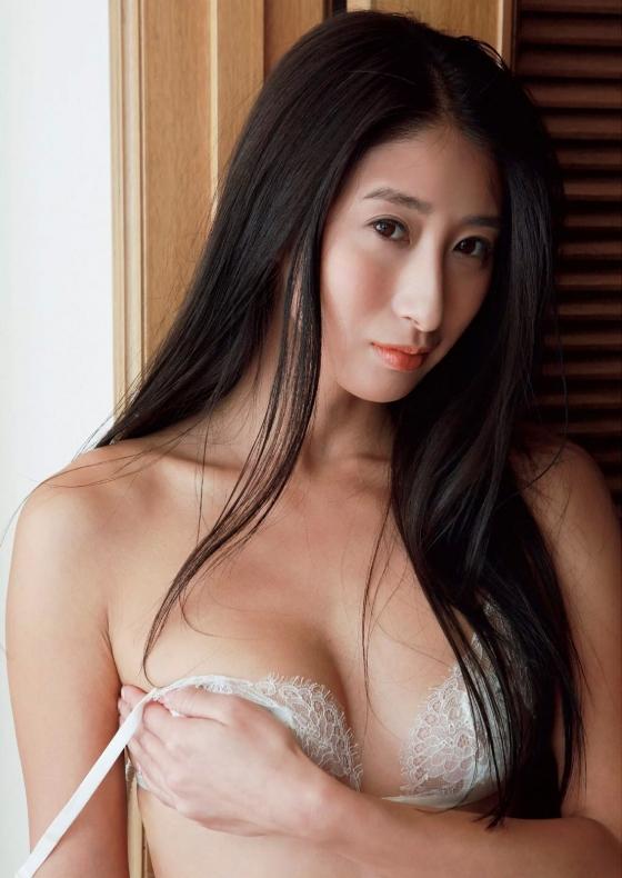 佐藤衣里子 スピリッツのお尻の割れ目披露セミヌードグラビア 画像25枚 18