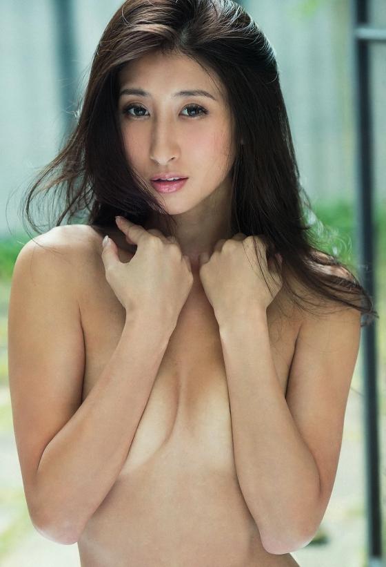 佐藤衣里子 スピリッツのお尻の割れ目披露セミヌードグラビア 画像25枚 4
