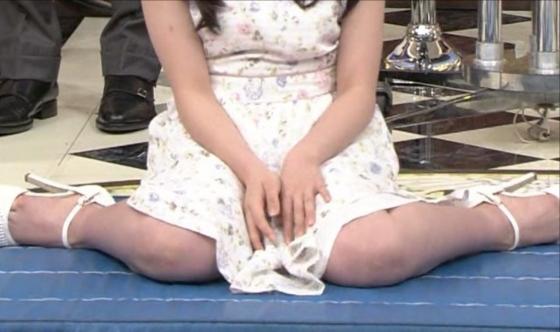 橋本環奈 女の子座りで内股美脚を披露したテレビ番組キャプ 画像29枚 10