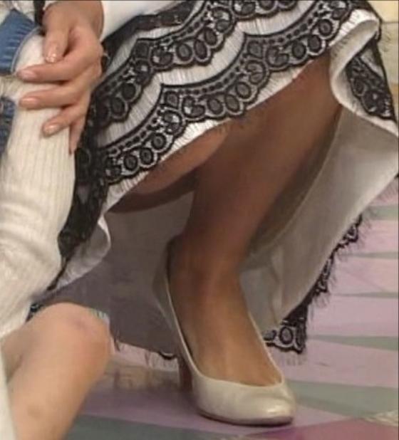 徳島えりか しゃがみパンチラと美脚を披露した行列キャプ 画像22枚 9