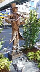 ①ピエロの像