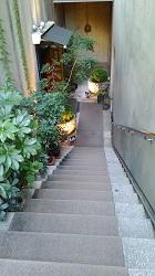 ⑩入り口の階段